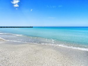 Bradenton Beach is the first stop on the drive from Tampa to Key West! #travel #florida #usa #thingstodo #roadtrip