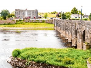 Shannonbridge, Ireland; one of the stops you shouldn't miss while driving from Dublin to Galway! Travel Ireland on a road trip and find the best things to do while enjoying the Emerald Island!