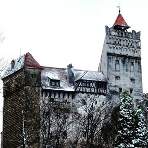 Day trips from Brasov - Castle Bran #romania #daytrips #travel #brasov #bran #transylvania