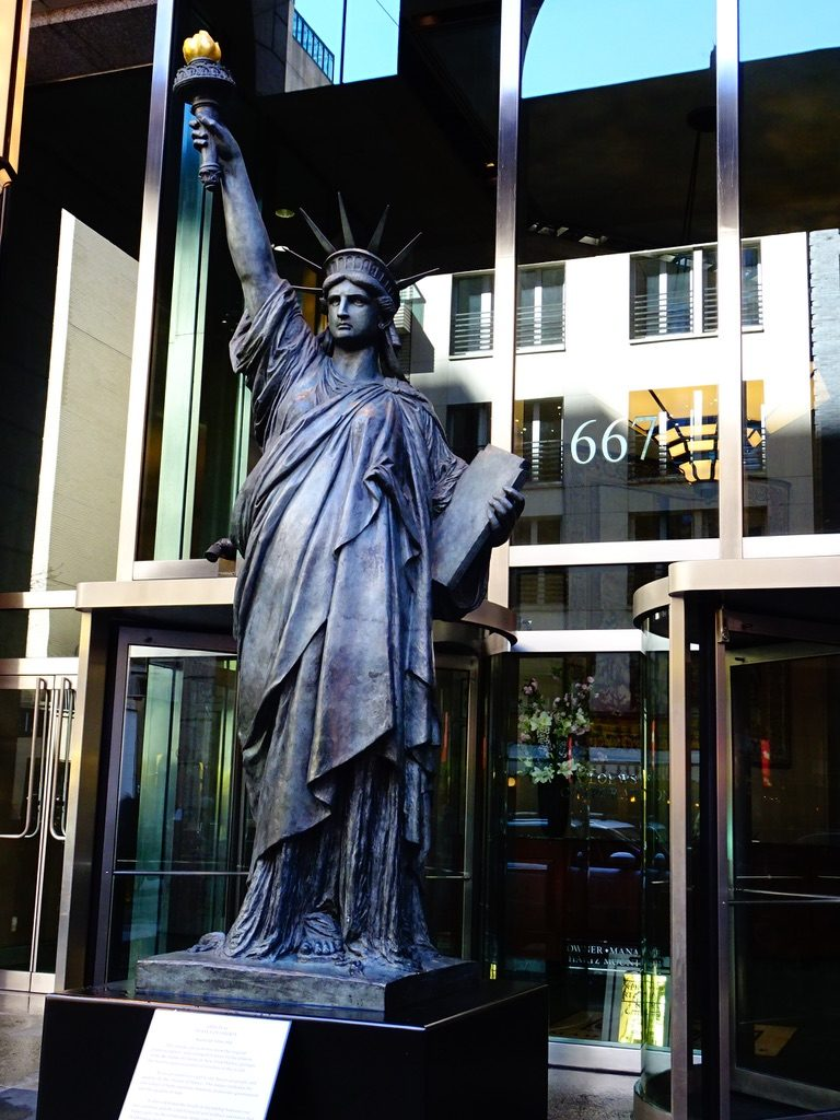 New York City - Replica of Statue of Liberty - 667 Madison Avenue #solo #travel #usa #nyc #thingstodo
