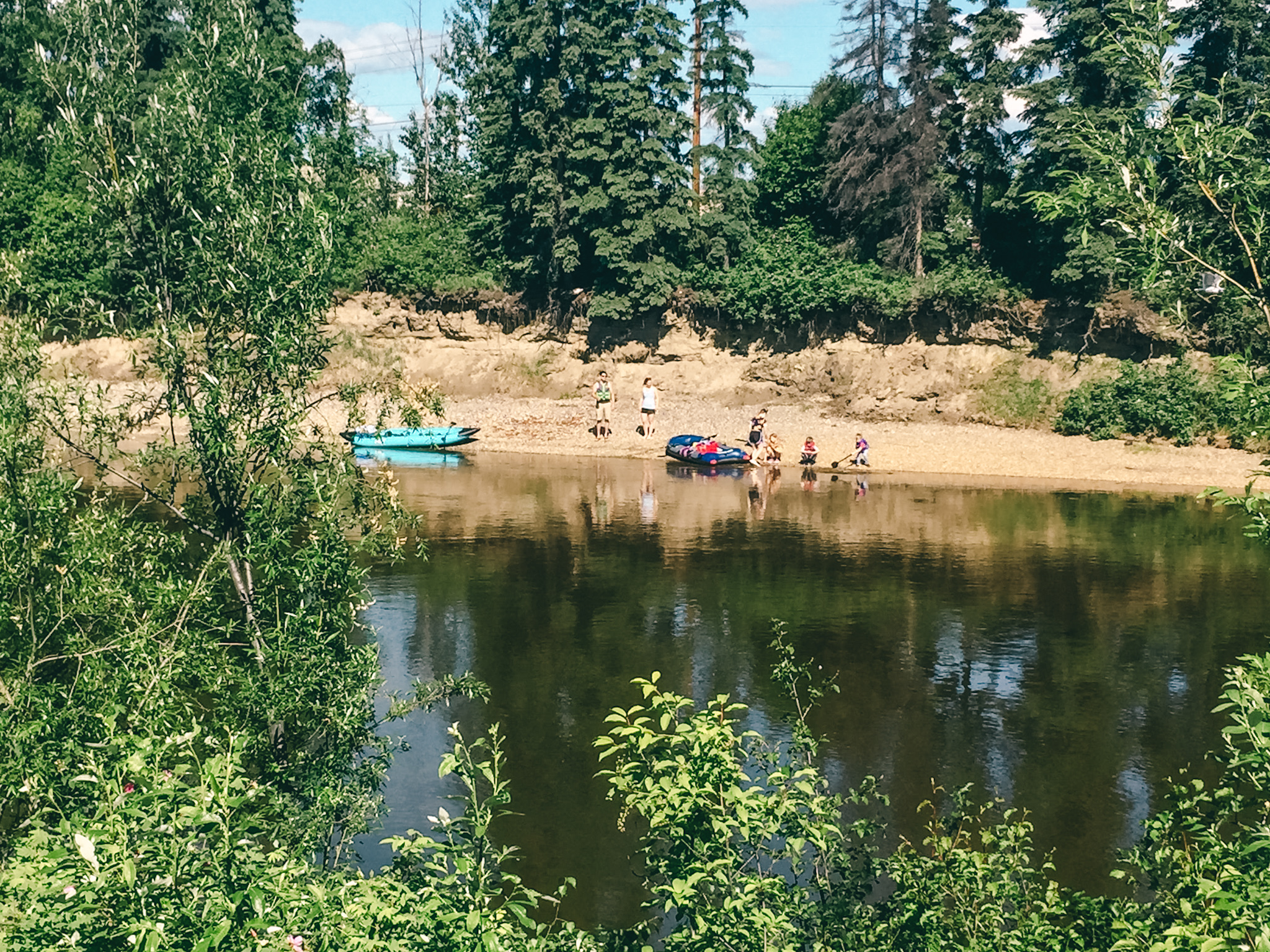 Vacation and road tripping in Alaska! Spend a relaxed day in Fairbanks and explore Chena River walk, one of the best things to do in Fairbanks! #travel #usa