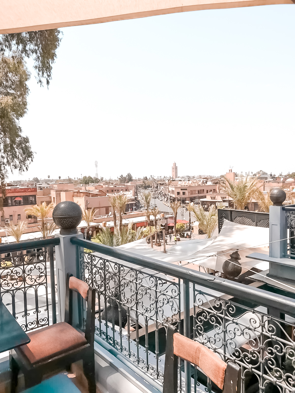 Rooftops with stunning views over the entire city! #travel #Morocco #thingstodo #marrakech
