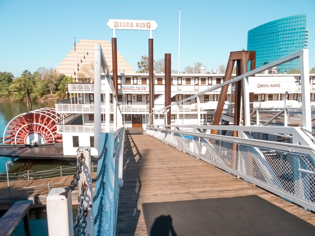 Are you looking for an extraordinary accommodation? Delta King Hotel, Sacramento, California, USA #travel #wheretostay