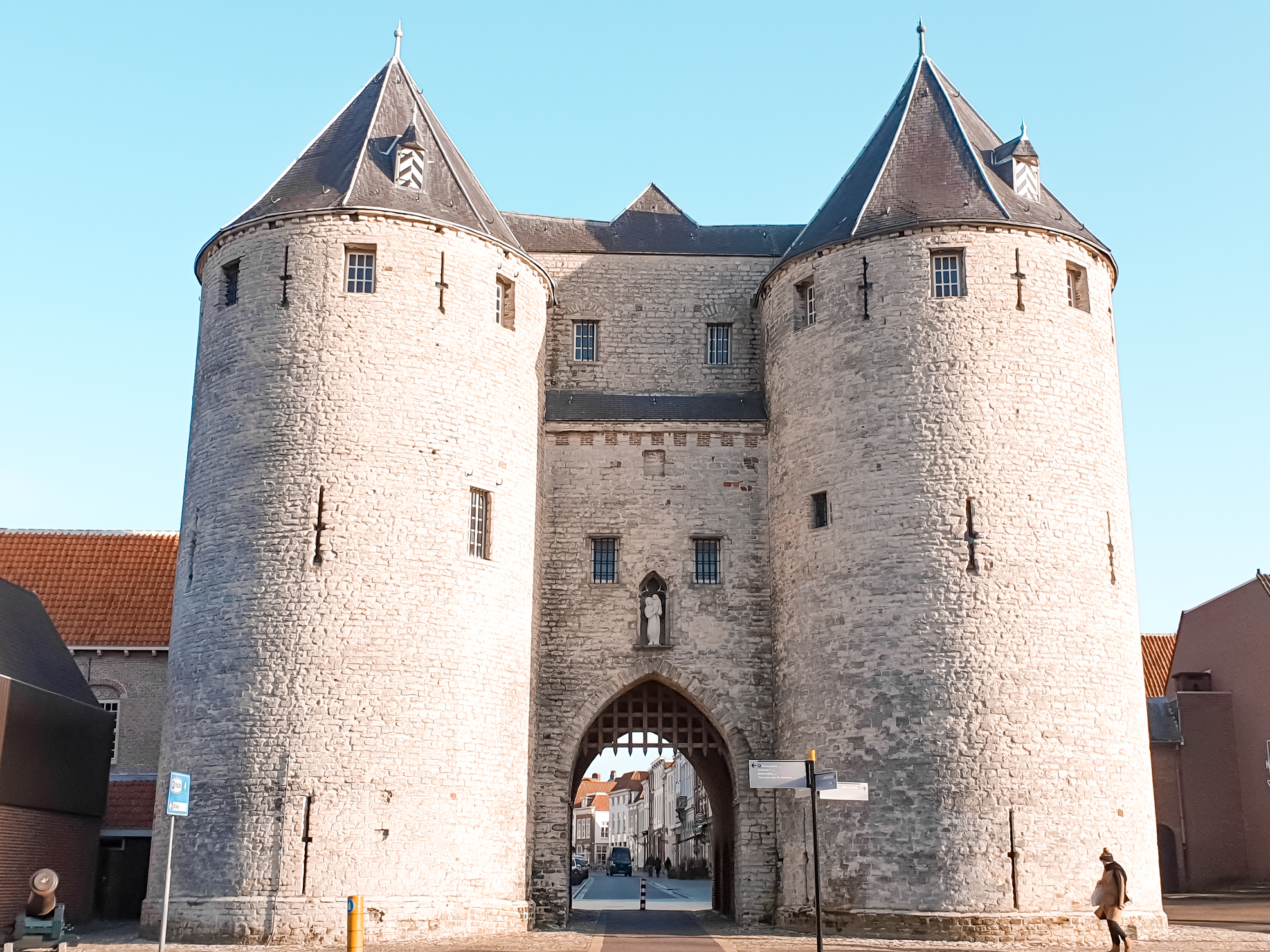 Prison Gate is the oldest and only leftover of the former city walls and fortification. Things to do and what to see when traveling to Bergen op Zoom. Perfect for a day trip or staying the entire weekend. Travel the Netherlands and find charming Dutch towns. #discover #europe #vacation
