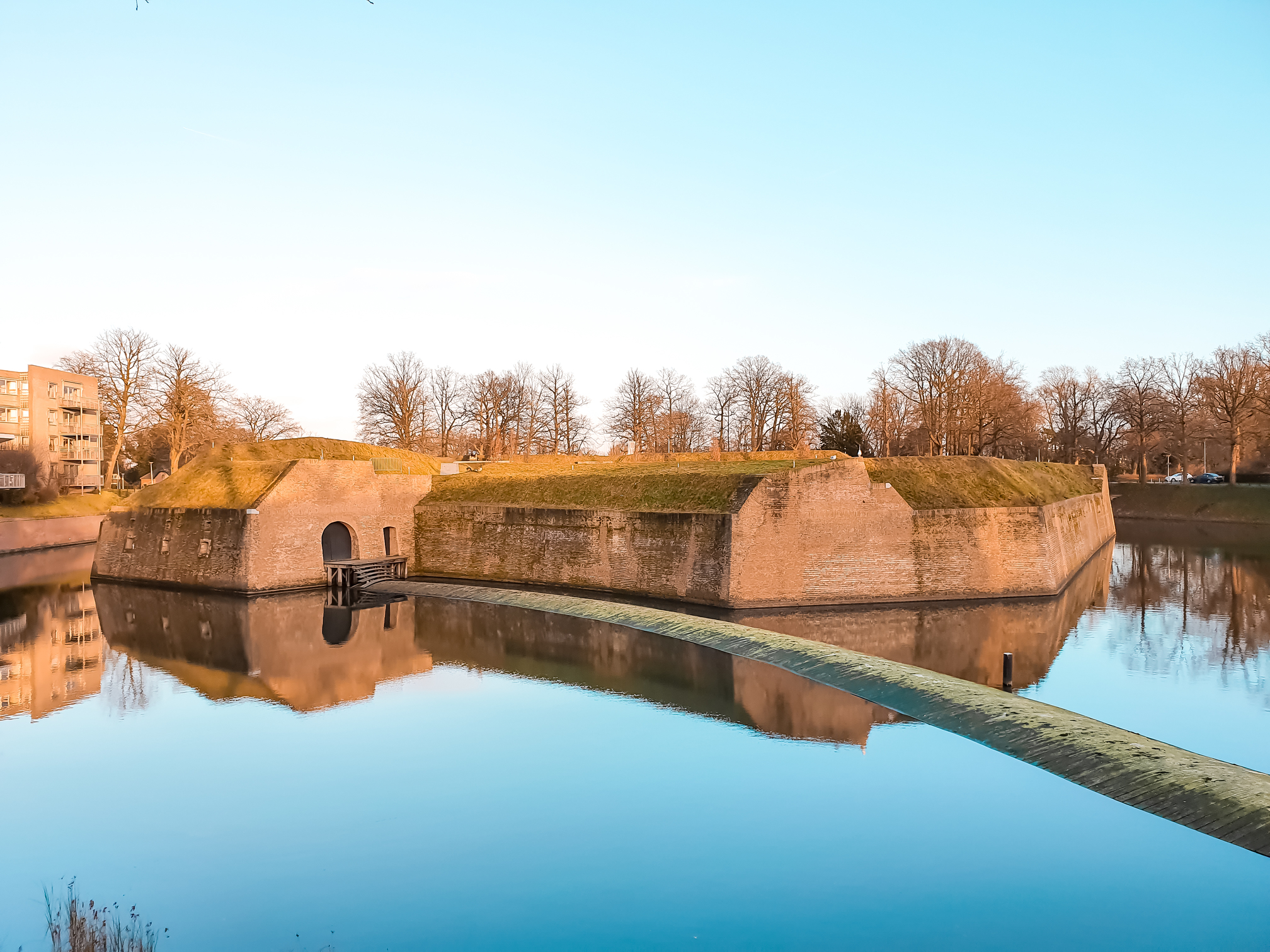 Ravelijn op den Zoom is part of the fortification of the city. Things to do and what to see when traveling to Bergen op Zoom. Perfect for a day trip or staying the entire weekend. Travel the Netherlands and find charming Dutch towns. #discover #europe #vacation