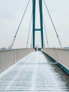 Cross the pedestrians bridge on your way from Düsseldorf Hamm to Rhinetower and Media Harbor. #travel #Germany #walkingadventure