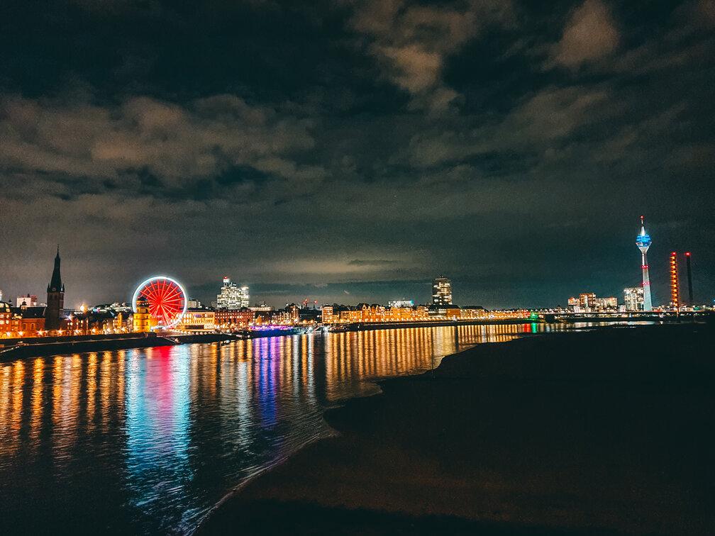 Cross the Oberkasseler Bridge and have stunning views on river and skyline. Düsseldorf at night. #travel #Germany