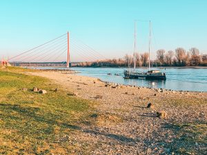 One of the best routes alongside the Rhine from Düsseldorf Flehe to Vollmerswerth, and Hamm. Enjoy stunning views of the river and Fleher Brücke. #travel #Germany #walkingadventure