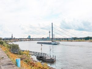 River views while walking alongside the Rhine from Düsseldorf Old Town to Nord Park. #travel #Germany